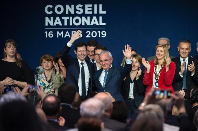 François-Xazvier Bellamy (G), tête de liste des Républicains, le 16 mars 2018 à Lyon