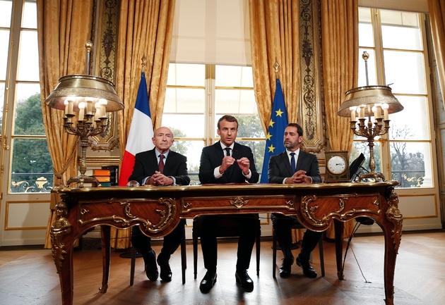 Emmanuel Macron, aux côtés de Gérard Collomb (gauche) et Christophe Castaner (droite)