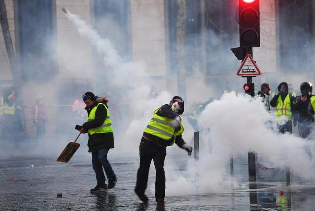 """Des """"gilets jaunes"""" manifestent à Bordeaux, le 5 janvier 2019"""