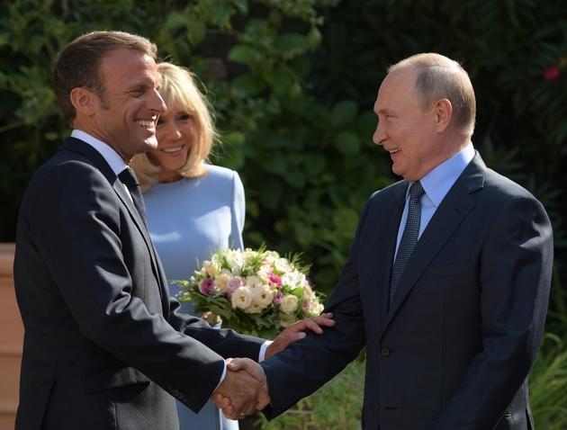 Emmanuel Macron et son épouse Brigitte Macron accueillent  le président russe Vladimir Poutine au fort de Brégançon, le 19 août 2019 près de Bormes-les-Mimosas