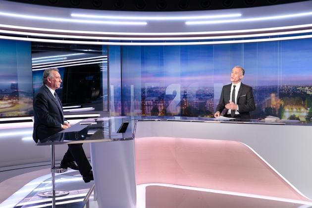 François Bayrou sur le plateau du JT de TF1, le 31 janvier 2017 à Boulogne-Billancourt près de Paris