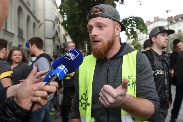 """Maxime Nicolle, l'une des figures du mouvement des """"gilets jaunes"""", durant une manifestation à Nantes (Ouest) le 11 mai 2019"""
