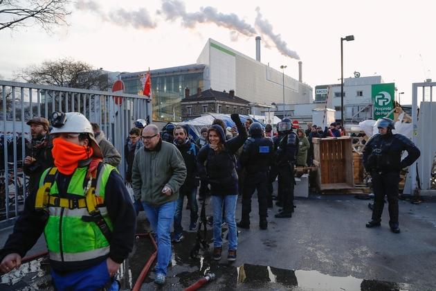 La police débloque le 15 janvier 2020 l'incinérateur d'Ivry-sur-Seine