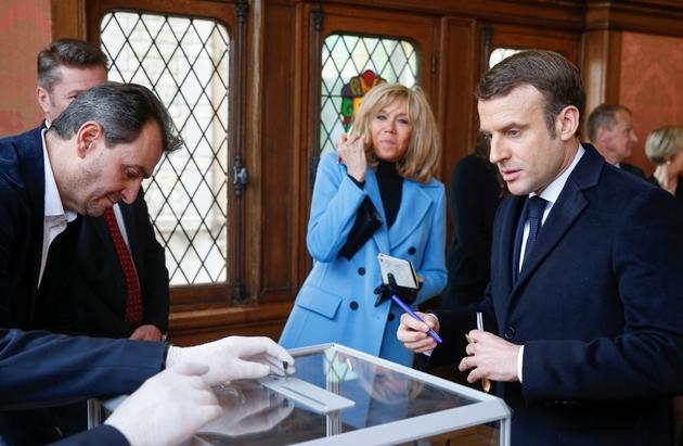 Le président Macron en train de voter au Touquet, au 1er tour des municipales, le 15 mars 2020.