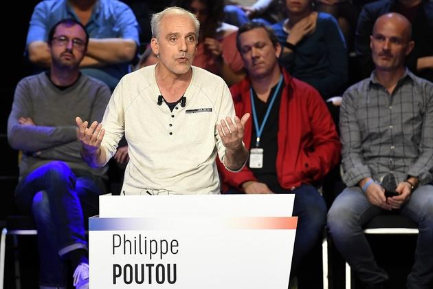 Philippe Poutou sur le plateau de BFM TV et CNews, le 4 avril 2017 à La Plaine-Saint-Denis