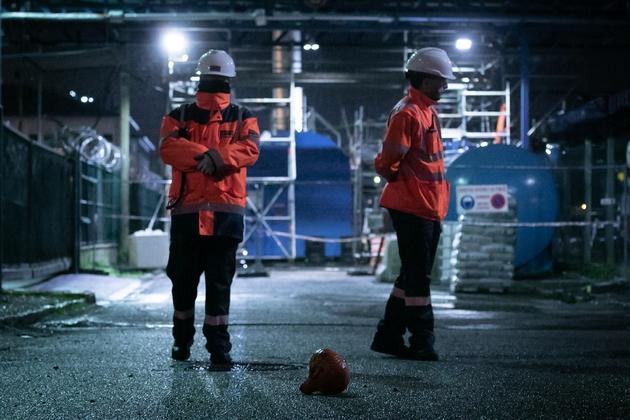 Deux employés de Lubrisol sur le site de son usine classée Seveso, dévastée par un incendie à Rouen le 26 octobre 2019
