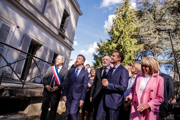 Emmanuel Macron, son épouse Brigitte, Stéphane Bern visitent la Villa Viardot à Bougival le 15 septembre 2018 dans la cadre des journées du Patrimoine.