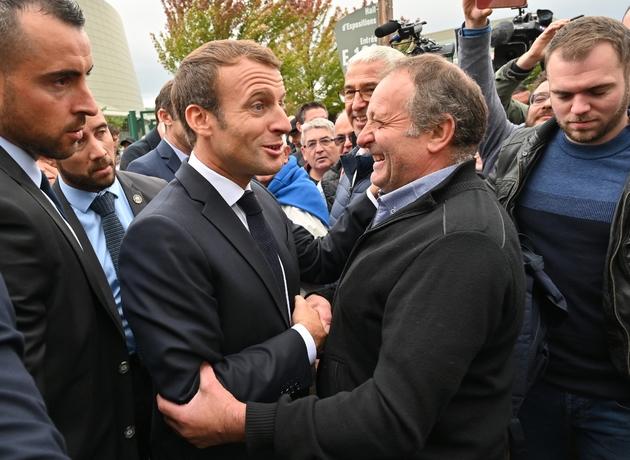 """Emmanuel Macron à la rencontre des éleveurs au """"Sommet de l'Elevage"""", à Cournon-d'Auvergne près de Clermont-Ferrand (Centre), le 4 octobre 2019"""