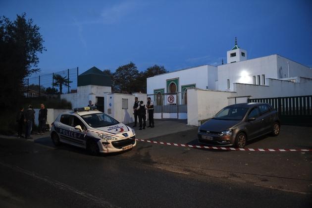 Les abords de la mosquée de Bayonne bouclés par la police pour les besoins de l'enquête sur l'attaque qui a fait deux blessés le 28 octobre 2019