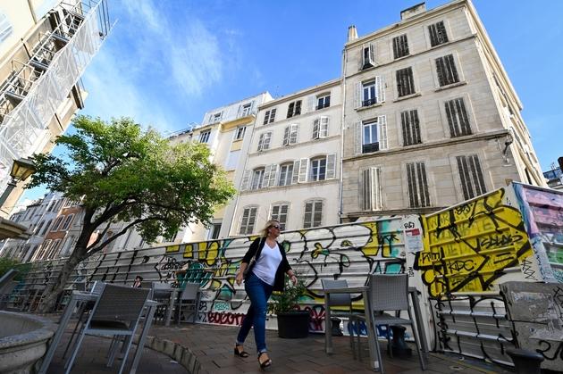 Derrière les barricades le 25 octobre 2019 le chantier où deux immeubles s'étaient effondrés un an auparavant rue d'Aubagne à Marseille