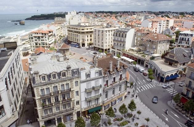 la station balnéaire de Biarritz deviendra la capitale diplomatique du monde en accueillant, sous les auspices d'Emmanuel Macron, un sommet du G7
