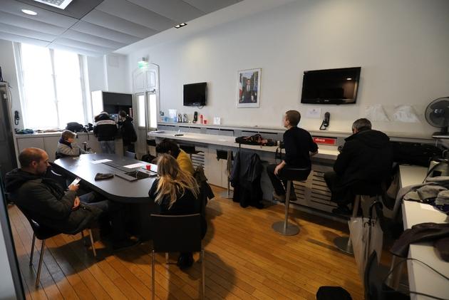 Des journalistes travaillent dans la salle de presse de l'Elysée, le 30 octobre 2018