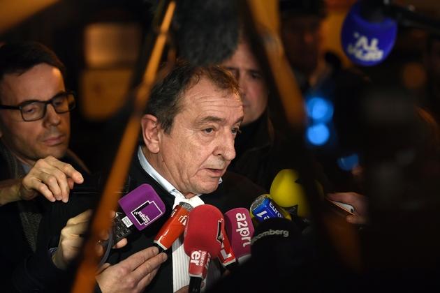 Patrick Maisonneuve, l'avocat de Mme Lagarde, répond aux médias, le 19 décembre 2016 après le jugement de la CJR, au palais de justice de Paris