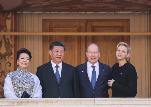 (de d à g) La princesse Charlène de Monaco, le Prince Albert II, le président chinois Xi Jinping et son épouse Peng Liyuan à Monaco le 24 mars 2019