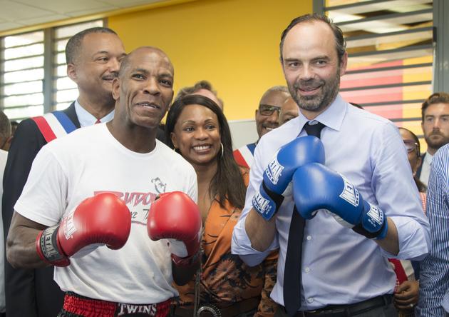 Edouard Philippe avec des gants de boxe