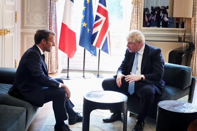 Le président Emmanuel Macron et le Premier ministre britannique Boris Johnson (d) lors d'une rencontre à l'Elysée, le 22 août 2019 à Paris