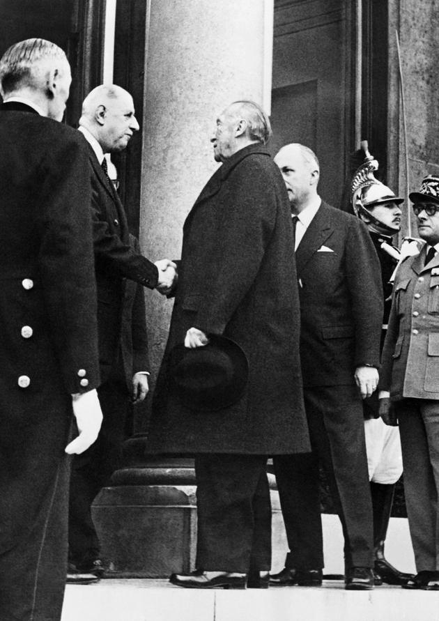 Le président français Charles de Gaulle (à gauche) et le chancelier allemand Konrad Adenauer à l'Elysée, le 21 janvier 1963