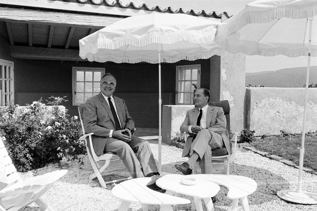Le président français François Mitterrand reçoit le Chancellier allemand Helmut Kohl au fort de Brégançon, le 24 août 1985