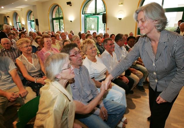Penelope Fillon lors d'un meeting pour les législatives le 8 juin 2007 Sable-sur-Sarthe