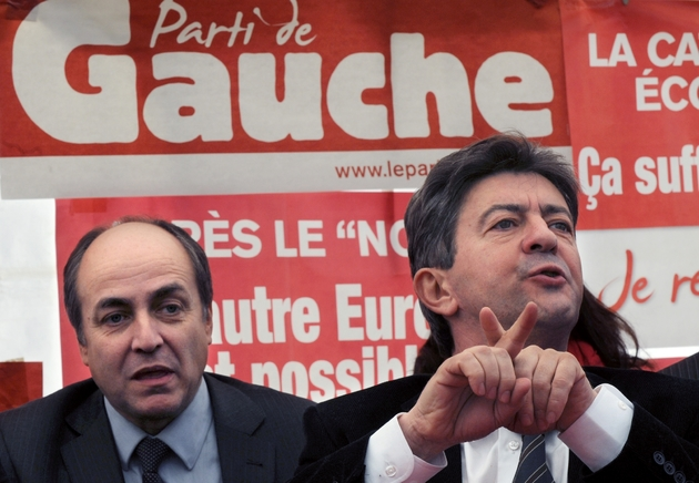 Jean-Luc Mélenchon (d) s'exprime lors du congrès fondateur du Parti de Gauche, au côté de l'économiste Jacques Généreux, le 31 janvier 2009 à Limeil-Brévannes
