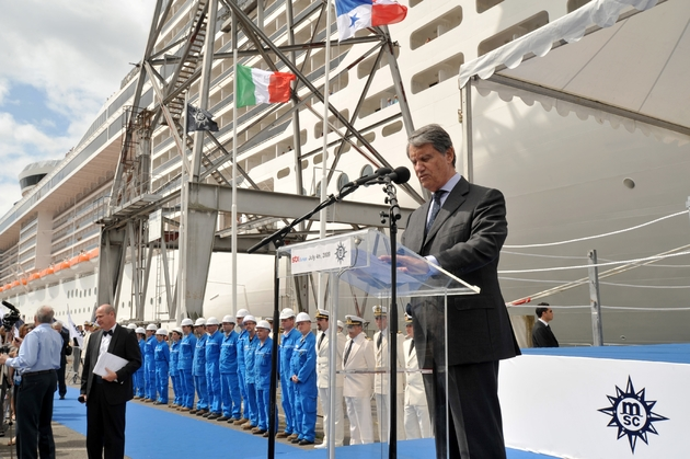 Gianluigi Aponte, patron du groupe MSC, inaugure en 2009 le paquebot MSC Splendida à Saint-Nazaire
