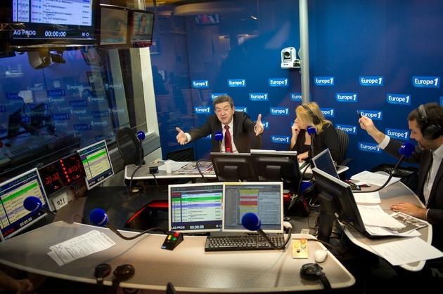 Jean-Luc Mélenchon participe à une émission sur Europe 1, le 12 mars 2012 à Paris