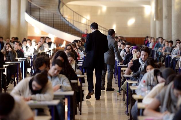 Des étudiants en 1ère année de médecine passent un examen le 11 décembre 2012à l'université de la Timone à Marseille