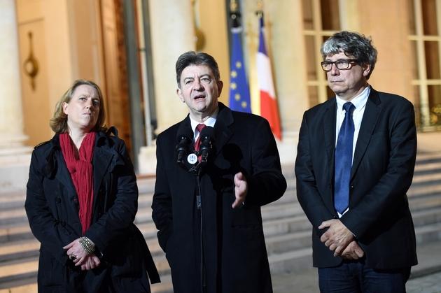 Jean-Luc Mélenchon (c) entouré d'Eric Coquerel (d), coordinateur du Parti de gauche et de Danielle Simonnet, porte-parole du candidat, à l'Elysée le 15 novembre 2015