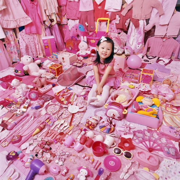 _the_pink_project_-_seohyun_and_her_pink_things_2007_cjeongmee_yoon.jpeg