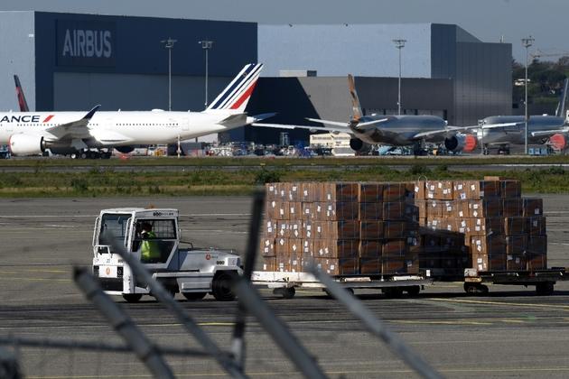 Arrivée à l'aéroport de Toulouse-Blagnac le 5 avril 2020 d'une cargaison de masques venant de Chine