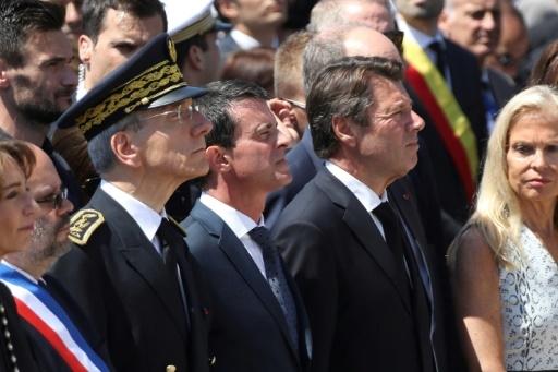 Le préfet des Alpes-Maritimes department Adolphe Colrat, le Premier ministre Manuel Valls, le président de la région Provence Alpes Côte d'Azur Christian Estrosi lors d'une cérémonie d'hommage aux victimes de l'attentat, le 18 juillet 2016 à Nice