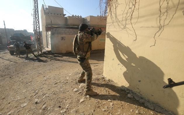 Soldats des forces irakiennes lors d'une opération contre le groupe EI le 1er janvier 2017 à Mossoul