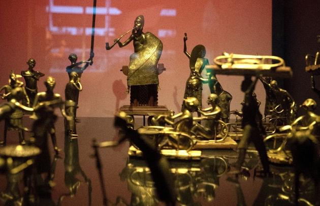 Des statues du royaume du Dahomey mettant en scène la cérémonie Ato, le 18 mai 2018 au musée du Quai Branly