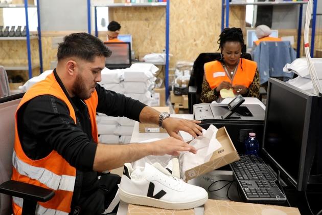 Le personnel du chantier d'insertion d'Ateliers Sans Frontières au travail à leurs bureaux, à Bonneuil-sur-Marne, le 10 septembre 2019