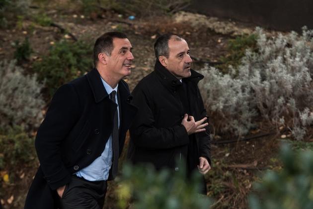 Le président du conseil exécutif Gilles Simeoni (G) et celui de l'Assemblée de Corse Jean-Guy Talamoni (D), après un discours d'Emmanuel Macron, à Bastia, le 7 février 2018