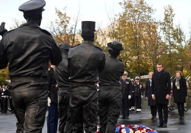 Le président Emmanuel Macron inaugure le Monument aux morts pour la France en opérations extérieures (OPEX), le 11 novembre 2019 à Paris