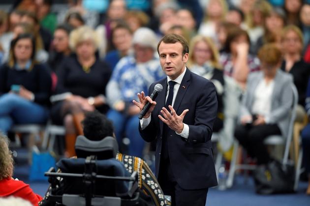 Le Président Emmanuel Macron s'exprime lors d'un débat le 28 février 2019 à Pessac (Gironde)