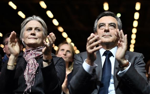 François Fillon (d) et son épouse Penelope, le 25 novembre 2016 à Paris