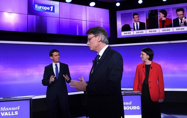 Manuel Valls, Vincent Peillon et Sylvia Pinel avant le dernier débat télévisé le 19 janvier 2017 à Paris