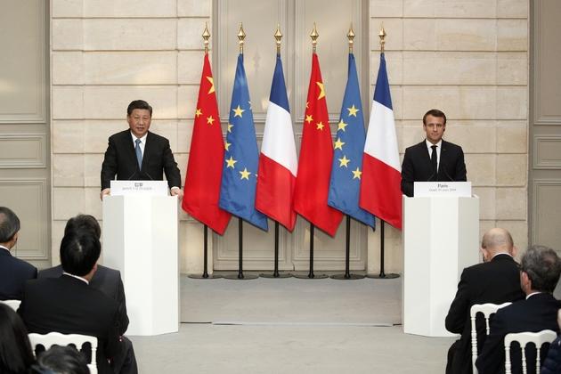Emmanuel Macron (d) et son homologue chinois Xi Jinping , lors d'une conférence de presse à l'Elysée, le 25 mars 2019