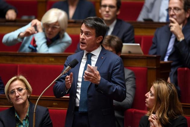 L'ancien Premier ministre Manuel Valls s'adresse à l'Assemblée nationale, durant la séance des questions au gouvernement, le 2 octobre 2018