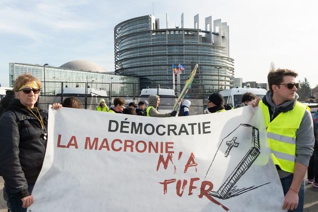 """Manifestation de """"gilets jaunes"""" devant le Parlement européen, à Strasbourg, le 23 février 2019"""