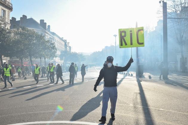"""Des """"gilets jaunes"""" manifestent à Nantes, le 29 décembre 2018"""