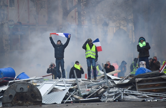 """Des """"gilets jaunes"""" sur les Champs-Elysées à Paris, le 24 novembre 2018"""