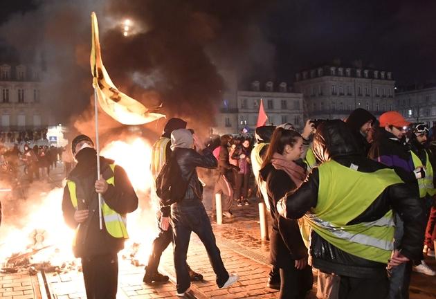 Des gilets jaunes rassemblés à Bordeaux, le 12 janvier 2019