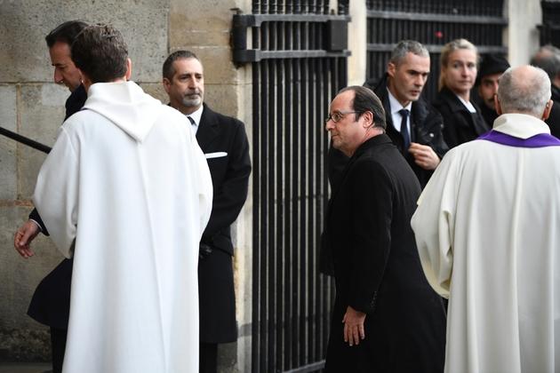 Le président François Hollande à son arrivée aux obsèques de François Chérèque célébrées à l'église Saint-Sulpice le 5 janvier 2017 à Paris
