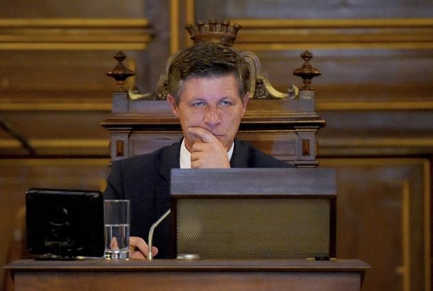Nicolas Florian, nouveau maire de Bordeaux, préside le conseil municipal le 7 mars 2019