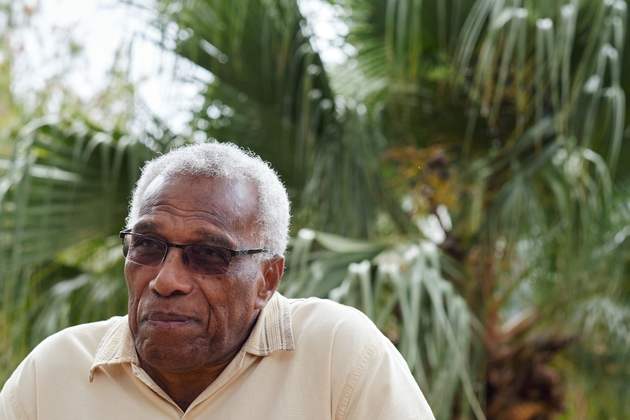 Elie Poigoune, président de la Ligue des droits de l'homme de Nouvelle-Calédonie, pose pour un entretien à l'AFP à Nouméa, le 1er novembre 2018