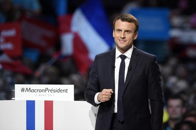 Le candidat du mouvement En Marche ! Emmanuel Macron, lors d'un meeting à Paris, le 17 avril 2017