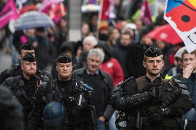 Des forces de l'ordre lors de la manifestation à Nantes contre la réforme des retraites le 20 février 2020
